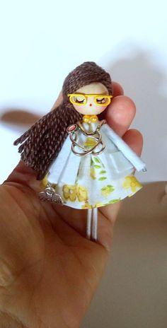 Broche de muñeca doctora por Delafelicidad en Etsy