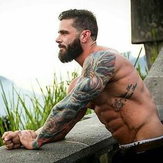 Beard oil vs coconut oil: Which is better for treating dry skin and dry beards? Learn which oil is better for eliminating beard dandruff and beard itch. Bart Tattoo, Tattoo Arm Mann, Inked Men, Beard Oil, Hair And Beard Styles, Gorgeous Men, Beautiful Men Bodies, Tattoos For Guys, Sexy Men