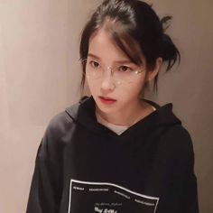 Korean Girl, Asian Girl, Iu Twitter, Iu Fashion, Korean Celebrities, Korean Beauty, Ulzzang Girl, Me As A Girlfriend, Girl Crushes