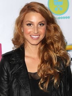 Whitney Port hit the town with her new strawberry blonde hair color fused with kinky texture and a super shiny finish. Caramel Blonde Hair, Honey Blonde Hair, Warm Blonde, Golden Blonde, Honey Brown Hair, Light Brown Hair, Whitney Port Hair, Dark Strawberry Blonde, Stawberry Blonde