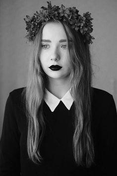 love it!      #hair #lips #blackandwhite #fashion #crown Flowers #flowercrown