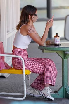 Kendall Jenner Outfits, Kendall Jenner News, Gingham Pants, Red Gingham, Le Style Du Jenner, Kendalll Jenner, Malibu, Teenage Girl Outfits, Mode Streetwear