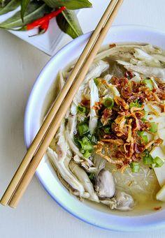 Easy authentic recipe for Mien Ga Vietnamese Chicken Glass Noodle Soup. Vietnamese Chicken Soup, Vietnamese Cuisine, Vietnamese Recipes, Asian Recipes, Healthy Recipes, Ethnic Recipes, Vietnamese Sandwich, Vietnamese Noodle, Chinese Recipes