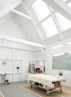 Artist Studios - Houses and Barns Dream Studio, Home Studio, Workshop Studio, Garage Workshop, The Artist's Way, Craft Room Design, Shabby Chic Crafts, Window Art, Interior Architecture