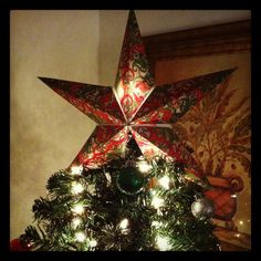 DIY Christmas Star Tree Topper: all you need to create this gorgeous Lone Star is Cardstock Paper, Hot glue gun, Scissors, Color Printer and Glitter Spray. click through for the instructions. Optional)