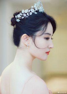 China Entertainment News: Crystal Liu Yifei Beautiful Chinese Women, Beautiful Muslim Women, Beautiful Girl Image, Beautiful Asian Girls, Cute Beauty, Beauty Full Girl, Beauty Women, Girls Dp For Whatsapp, Whatsapp Dp