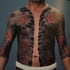 By HORITSUNE ii. Karajishi botan bodysuit. #japanesecollective #japanesetattoo #horitsuneii #irezumi #tattoomasters #shishi