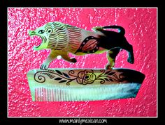 MAINLY-MEXICAN's Photos - One elderly man in the state of Mexico is thought to be the last person still producing these works of art; combs carved from the horn of a bull - www.mainlymexican... #Mexico #Mexican #vintage #antique #folkart #collectible #art #horn #bull #comb