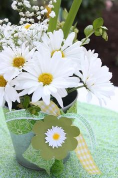 Daisy Centerpiece for an outdoors party