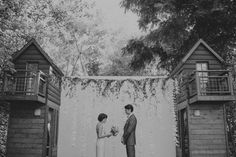 A Vintage Glam Guerneville Lodge Wedding. Photo by Helena & Laurent