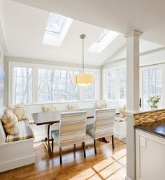 22 Ideas Of Astounding Breakfast Nook Furniture For Dining Room: White Kitchen Design With Fancy Breakfast Nook