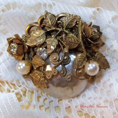 Vintage Miriam Haskell Brooch  Signed by EllensAtticTreasures.  I have such a weakness for pins.