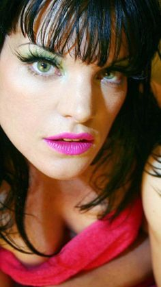 Pauley Perrette. Beautiful pose. Love that cleavage.