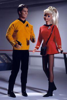 "1996 Barbie and Ken Star Trek Gift Set. ""Scan me, Barbie. Barbie E Ken, Barbie Blog, Ken Doll, Vintage Barbie Dolls, Barbie Stuff, New Star Trek, Star Wars, Batgirl, Star Trek Gifts"