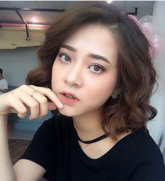 Insta: @truoghoagmaianh Down Hairstyles, Pretty Hairstyles, Girl Hairstyles, Beauty Makeup, Hair Makeup, Hair Beauty, Asian Beauty, Korean Beauty, Asian Makeup