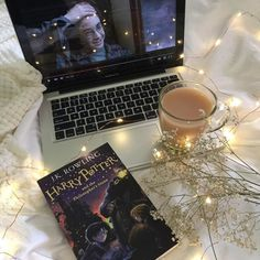 harry potter, book, and coffee image Autumn Aesthetic, Book Aesthetic, Night Aesthetic, Aesthetic Movies, Foto Canon, Foto Top, About Time Movie, Book Photography, Photography Lighting