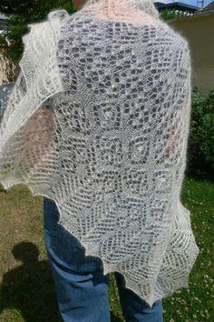 Châle dentelle / lace shawl by coutureuse, via Flickr