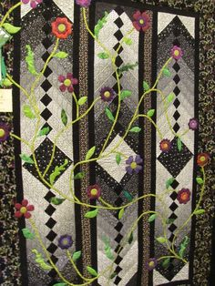 French Braid quilt with floral vines, reminiscent of a garden gate. Quilt show photo by Lynn Viehl at Paperback Writer: Strip Quilts, Panel Quilts, Patch Quilt, Applique Patterns, Applique Quilts, Quilt Patterns, Bargello Quilts, Batik Quilts, Quilting Projects