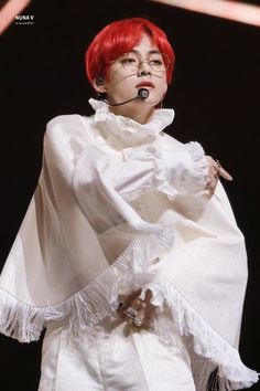 """BTS's V has always excelled at pulling off outfits with the most unique necklines. His iconic """"ruffle-neck"""" prince fashion reached its peak at 2019 MMA. Daegu, Taehyung Red Hair, Kim Taehyung, Red Hair Jimin, Suho, Bts Kim, Bts Love, Bts 2018, Bts Pictures"""