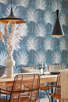 Large, hand drawn, delicate Palm leaves fan out across this wallpaper design from the new Harlequin Mirador collection. Coastal Wallpaper, Palm Leaf Wallpaper, Dining Room Wallpaper, Office Wallpaper, Wall Wallpaper, Marimekko Wallpaper, Harlequin Wallpaper, Cole And Son Wallpaper, Art Deco