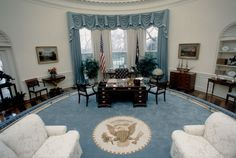 How Past Presidents Have Decorated the White House Melania Trump will soon redecorate the White House, so we decided to look at the past for some home decor inspiration. Take a look at how the White House has been decorated in the past! This is how the George H.W. Bush Administration decorated The Oval Office, 1990.