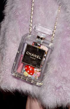 Chanel n 5 bottle bag Coco Chanel, Chanel Black, Unique Purses, Cute Purses, Cheap Purses, Chanel Handbags, Purses And Handbags, Louis Vuitton Handbags, Novelty Bags
