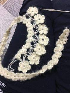 Discover thousands of images about cicekli-etol-ornekleri-sal-baslama - Crochet Stitches Free, Crochet Diagram, Crochet Motif, Crochet Shawl, Knit Crochet, Knitting Designs, Crochet Designs, Crochet Capas, Crochet Summer Tops