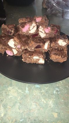 What could possible make Rocky Road better? Tart Recipes, Fudge Recipes, Sweet Recipes, Cooking Recipes, Slow Cooker Recepies, Slow Cooker Desserts, Tim Tam, Slow Cooker Fudge, No Bake Slices