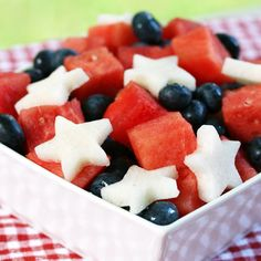 Easy Red White and Blue Salad. The Ultimate salad: Juicy watermelon sweet blueberries and crisp jicama stars! 4th Of July Desserts, Fourth Of July Food, July 4th, 4th Of July Food Sides, Red Party Themes, Food Themes, Food Ideas, Diy Ideas, Cobbler
