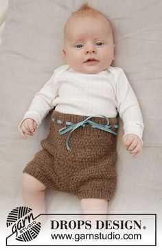 Shorts and Sweet - Knitted shorts for babies with textured pattern in DROPS Flora. Baby Knitting Patterns, Kids Patterns, Knitting For Kids, Free Knitting, Crochet Patterns, Drops Design, Short Bebe, Drops Baby, Baby Barn