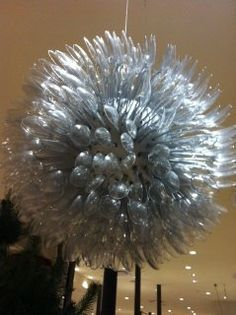 One of the very best things about this time of year is enjoying retailers' holiday displays. Fork Crafts, Diy And Crafts, Spoon Craft, Plastic Spoons, Fancy Nancy, Plastic Flowers, Recycled Art, Diy Photo, Handmade Home
