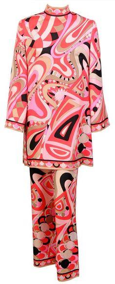 Nadire Atas on Emilio Pucci Pucci Mini Tunic & Pants Ensemble. Mod Fashion, 1960s Fashion, Vintage Fashion, Fashion Bags, Sporty Fashion, Fashion Women, Emilio Pucci, Hippie Woodstock, Vintage Dresses