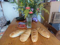 Francouzske bagety upecene podle receptu z Pinterest. Hot Dog Buns, Hot Dogs, Bread, Food, Brot, Essen, Baking, Meals, Breads