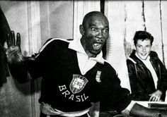 Quem acompanhou as sete Copas do Mundo realizadas entre 1950 e 1974 certamente se lembra de Mário Américo (1912-1990). Após desistir de ser músico e lutador de boxe, ele se tornou o mais antológico massagista do futebol brasileiro.