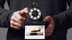 The I-1 2008年に生産が中止となったポラロイドフォーマットのインスタントフィルムの製造プロセスをリバースエンジニアして再生産し、フィルムがなくて使えなくなったポラロイドカメラ向けに販売している
