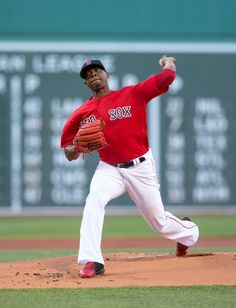 Roenis Elias Photos Photos - Roenis Elias #29 of the Boston Red Sox pitches during the first inning against the Seattle Mariners at Fenway Park on June 17, 2016 in Boston, Massachusetts. - Seattle Mariners v Boston Red Sox