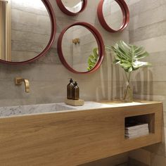 I've been spotting some fantastic DIY vanity mirror recently. Here are 17 ideas of DIY vanity mirror to beautify your room Rustic Bathroom Vanities, Bathroom Red, Bathroom Wall Decor, French Bathroom, Granite Bathroom, Bathroom Cabinets, Bathroom Fixtures, Bathroom Furniture, Small Bathroom