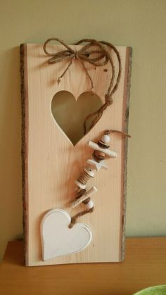 Wood with heart # wooden disc decoration Wood with heart - Holz Crafts To Sell, Fun Crafts, Diy And Crafts, Wooden Decor, Wooden Diy, Woodworking Projects Diy, Wood Projects, Palette Wall, Handprint Christmas Tree