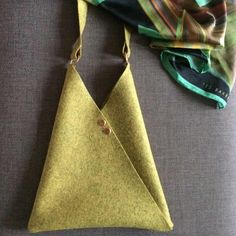 Make an Origami bag – Free sewing pattern, Folding up my train ticket on a long journey the other day in a bored fashion, I came up with this. The Origami Bag is such a simple shape that there'. Bag Pattern Free, Bag Patterns To Sew, Sewing Patterns Free, Free Sewing, Simple Pattern, Pattern Sewing, Handbag Patterns, Sewing Hacks, Sewing Crafts