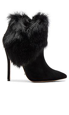 cc52b7cf770 13 fantastiska Kläder bilder | Fashion Design, Balenciaga trainers ...