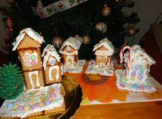 Εύκολη συνταγή για Χριστουγεννιάτικα σπιτάκια από πτι μπερ!   ediva.gr Gingerbread, Creative, Desserts, Christmas, Painting, Food, Tailgate Desserts, Xmas, Deserts