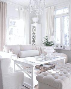 Valkoinen sisustus ja valo.