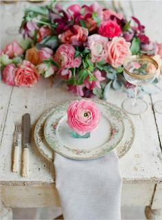 Excuse me while I swoon. #tablescape #flowers #roses