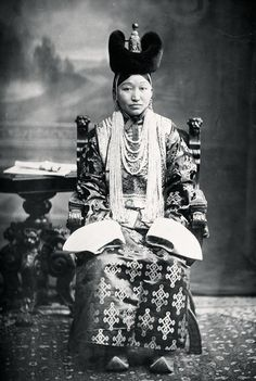 spouse of first minister of Mongolia.  traditional Mongolian costume