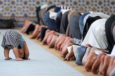 la prière dans les yeux d'un enfant - ツ