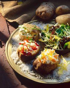 Gefüllte Kartoffeln mit Hüttenkäse, Räucherlachs, Bündnerfleisch und frischen Kräutern