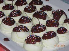 Çikolta soslu kurabiye http://www.lezzetliyemeklerperisi.com/kurabiye-tarifleri/cikolata-soslu-kurabiye-tarifi.html