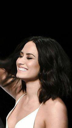 Demi Lovato birthday gift for boyfriend - Birthdays Selena Gomez, Miley Cyrus, Divas, Khadra, Curly, Woman Crush, Celebrity Crush, Girl Crushes, Role Models