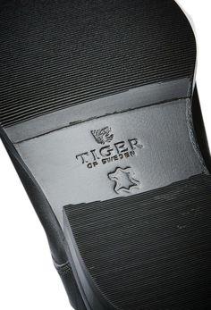 Mark shoe-Men's black shoe in calf leather. Black Shoes, Men's Shoes, Tiger Of Sweden, Calf Leather, Calves, Fashion, Black Loafers, Moda, Man Shoes