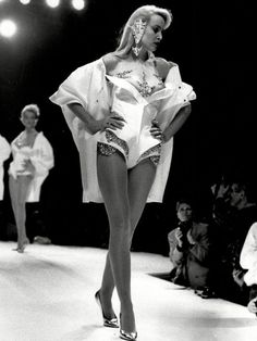 Jerry Hall at Thierry Mugler S/S 1989